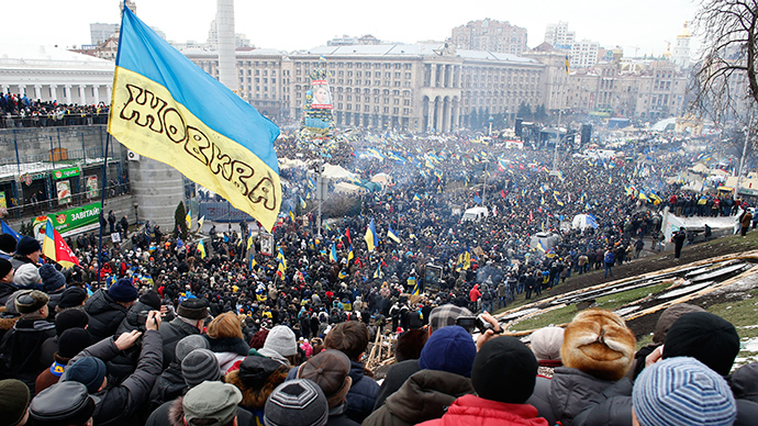 General view of pro-European integration protesters gathering for a mass rally at Independence Square in Kiev (Reuters / Marco Djurica)