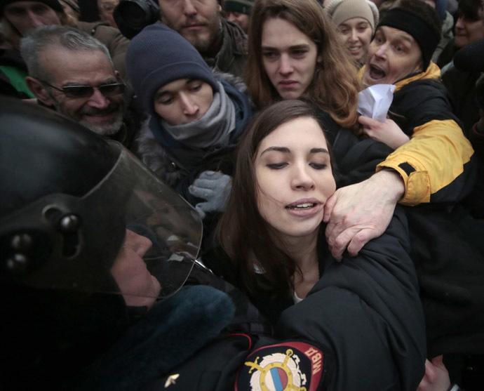 Police officers detain Nadezhda Tolokonnikova near Moscow's Zamoskvoretsky Court (RIA Novosti/Alexsey Nichukchin)