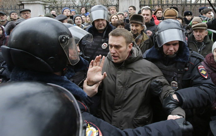 Police detain opposition leader Aleksey Navalny outside a courthouse in Moscow February 24, 2014. (Reuters/Tatyana Makeyeva)