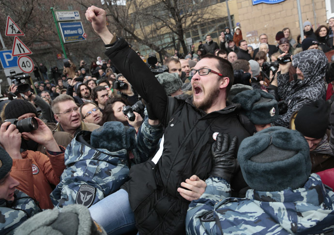Police detain an opposition supporter outside Moscow's Zamoskvoretsky Court where the verdict is to be announced in the Bolotnaya Square case involving mass riots in Moscow on May 6 2012. (RIA Novosti/Aleksey Nichukchin)