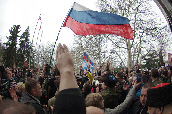 People wave Russian flags as they protest in front of the city hall of the southern Ukrainian city of Sevastopol, the main base of the Russian Black Sea Fleet, on February 24, 2014 (AFP Photo)