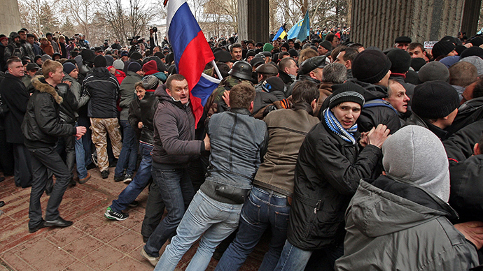 Thousands rally against 'illegitimate govt', raise Russian flags in eastern Ukraine