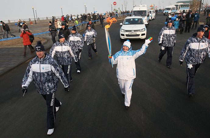 Torch-bearer Viktoria Klimina during the Paralympic Torch Relay in Vladivostok (RIA Novosti / Vitaliy Ankov)