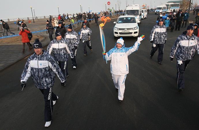 Torch-bearer Viktoria Klimina during the Paralympic Torch Relay in Vladivostok (RIA Novosti / Vitaliy Ankov)