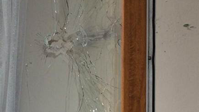 [Window struck by a sniper bullet inches away from RT correspondent Aleksey Yaroshevsky]