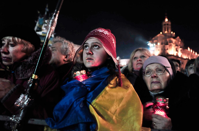 People listen to speeches on Independence square in Kiev to hear the line-up of the new Ukranian cabinet on February 26, 2014. (AFP Photo / Louisa Gouliamaki)