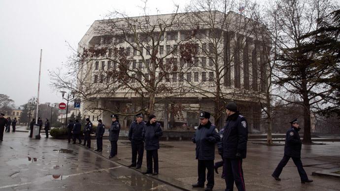 Crimean parliament sacks regional government, approves referendum