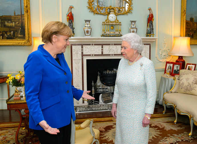 Britain's Queen Elizabeth speaks with German Chancellor Angela Merkel at Buckingham Palace in central London February 27, 2014. (Reuters / Dominic Lipinski / pool)