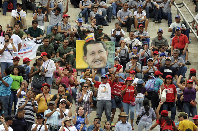 Supporters of Venezuelan President Nicolas Maduro take part in a ceremony commemorating the 25th anniversary of a deadly popular revolt, also known as El Caracazo, in Caracas, on February 27, 2014. (AFP Photo/Leo Ramirez)