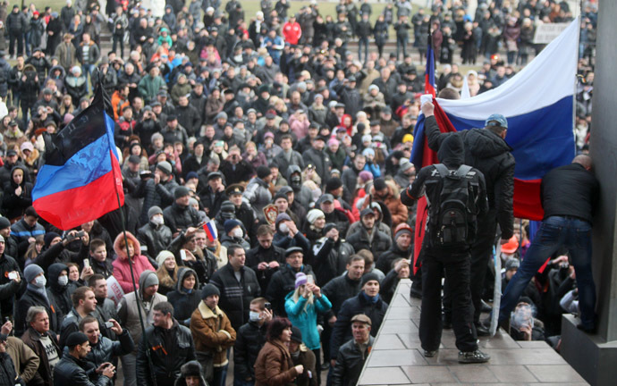 Pro-Russian protesters raise a Russian flag in front of the regional administration building during a rally in the industrial Ukrainian city of Donetsk on March 1, 2014. (AFP Photo/Alexander Khudoteply)