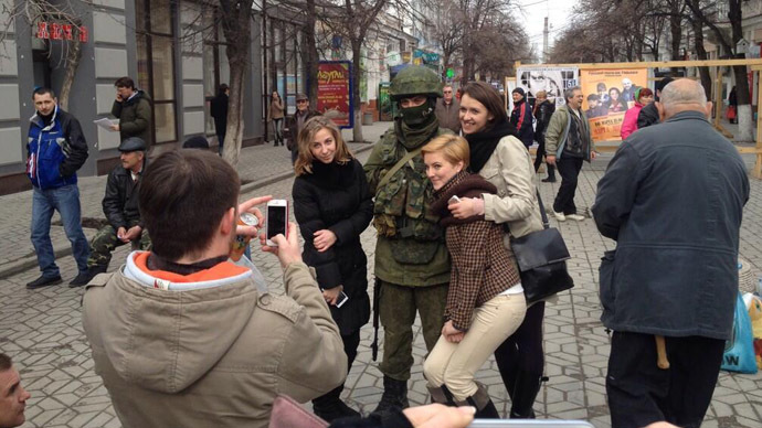 Tea, sandwiches, music, photos with self-defense forces mark peaceful Sunday in Simferopol