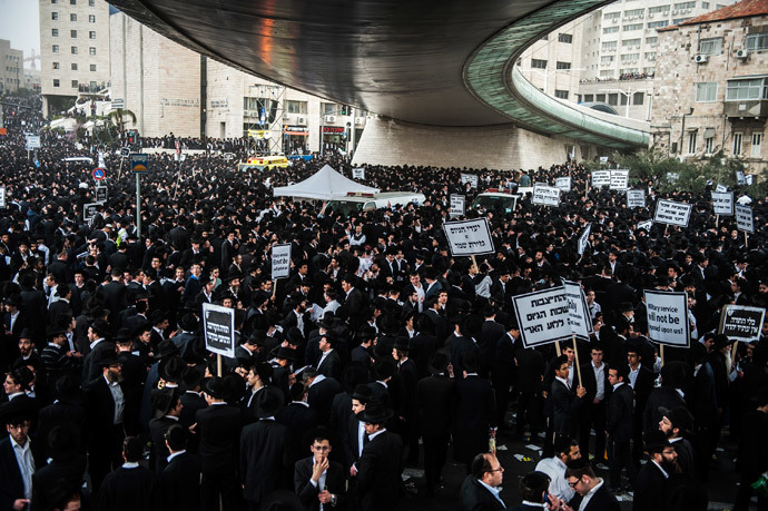 Ultra-Orthodox Jews take part in a mass prayer vigil in Jerusalem on March 2, 2014.(AFP Photo / David Buimovitch)