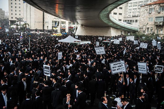 Ultra-Orthodox Jews take part in a mass prayer vigil in Jerusalem on March 2, 2014.(AFP Photo / David Buimovitch)