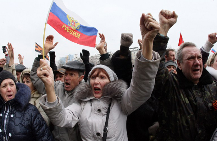 Pro-Russian activists shout slogans during a rally in the center of the eastern Ukrainian city of Donetsk, on March 2, 2014. (AFP Photo / Alexander Khudoteply)