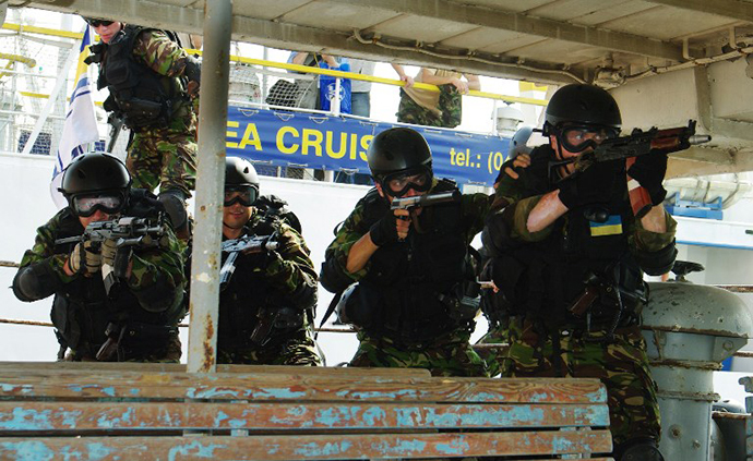 FILE PHOTO. Ukrainian special forces soldiers storm a boat in Odessa (AFP Photo / Alexey Kravtsov)