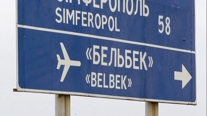 Crimean self-defense squads in stand off with Ukrainian soldiers at Belbek airport