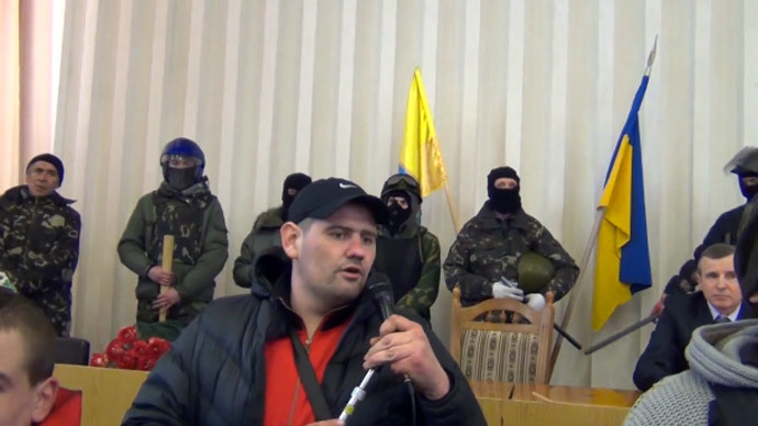 Hammer-wielding nationalists storm town council meeting in Kiev suburbs (VIDEOS)