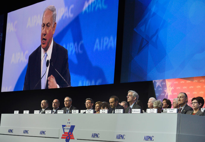 Israeli Prime Minister Benjamin Netanyahu (on the monitor) addresses the American Israel Public Affairs Committee (AIPAC), as board members listen, in Washington, March 4, 2014.(Reuters / Mike Theiler)