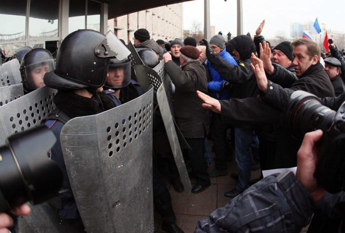 Pro-Russian protesters clash with police as they storma regional state administration building in eastern Ukrainian city of Donetsk on March 5, 2014. (AFP Photo / Alexander Khudoteply)