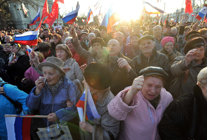 Pro-Russian activists holding Russian flags shout during their rally in the western Crimean city of Yevpatoria on March 5, 2014. (AFP Photo)