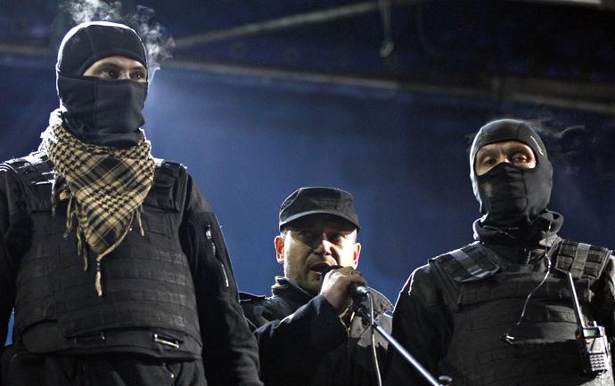 Dmytro Yarosh (C), a leader of the Right Sector movement (Reuters / David Mdzinarishvili)