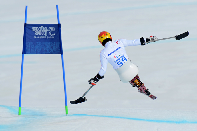 Japan's Takeshi Suzuki competes to bronze during Men's Downhill Sitting at XI Paralympic Olympic games in the Rosa Khutor stadium close to Sochi on March 8, 2014 (AFP Photo / Kirill Kudryavtsev)