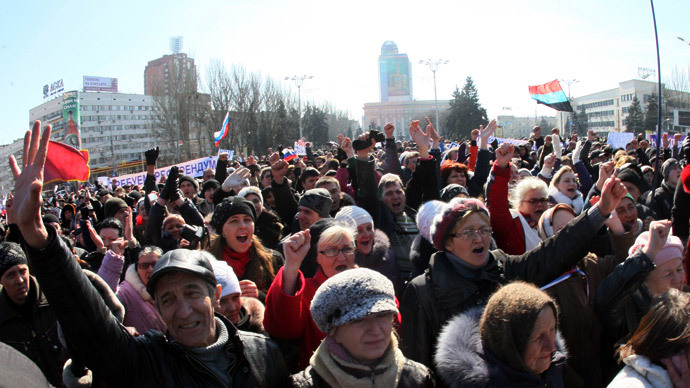 Pro-Russian demonstrators raise their hands as they shout slogans during a rally in the eastern Ukrainian city of Donetsk on March 8, 2014.(AFP Photo / Alexander Khudoteply)