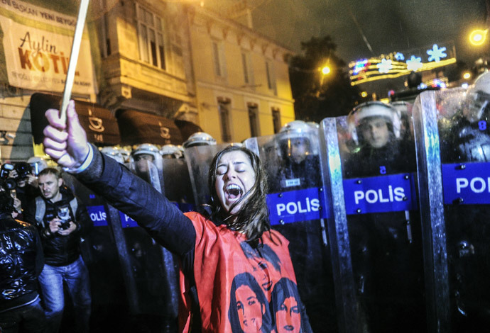 """A Turkish woman shouts in front a barricade of riot policemen as she and other protesters march towards Taksim square as part of the """"International Women's Day"""" on March 8, 2014, in Istanbul. (AFP Photo / Ozan Kose)"""