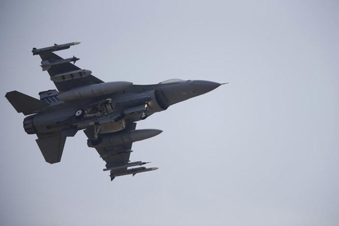 A F-16 fighter jet (Reuters / Lee Jae-Won)