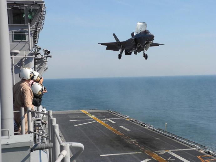 A F-35 fighter jet (Reuters / David Alexander)