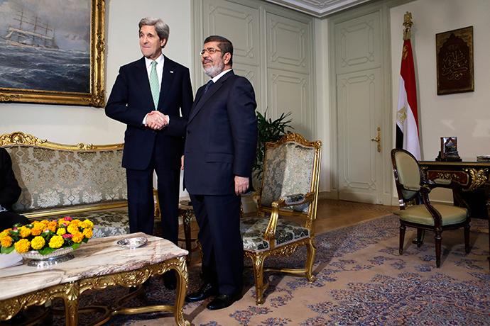 U.S. Secretary of State John Kerry (L) shakes hands with Egypt's President Mohamed Morsi (Reuters / Jacquelyn Martin)