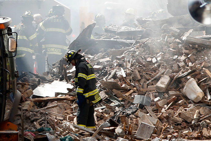 New York City emergency responders search through the rubble at the site of a building explosion in the Harlem section of New York, March 13, 2014.(Reuters / Eduardo Munoz )