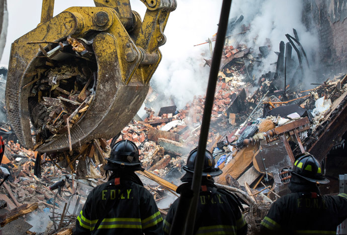 New York City emergency responders search through the rubble at the site of a building explosion in the Harlem section of New York, March 13, 2014.(Reuters / Brendan McDermid)