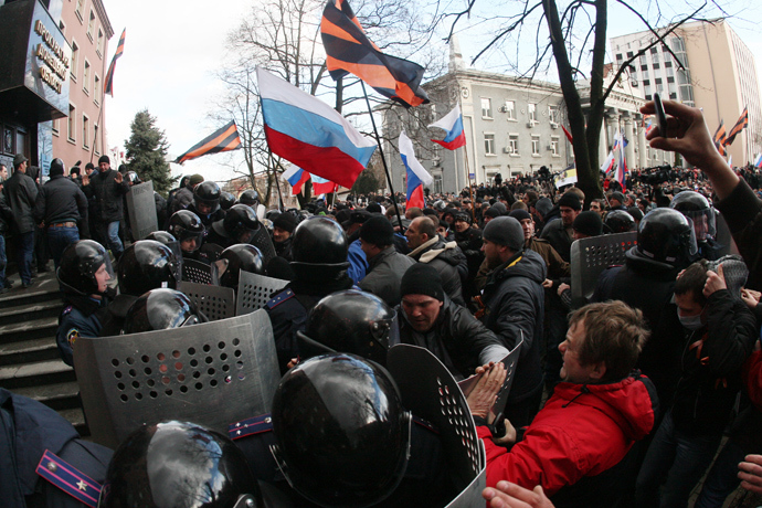 Pro-Russian activists hold Russian flags and flags with the colours of the ribbon of Saint George, a Russian military decoration, as they storm the prosecutor's office in the eastern Ukrainian city of Donetsk on March 16, 2014 (AFP Photo / Alexander Khudoteply)