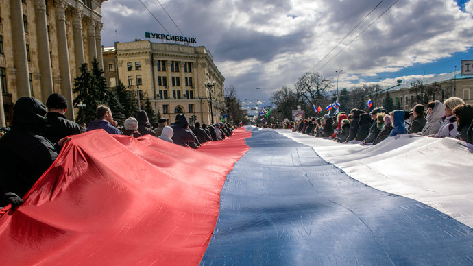 People carry a giant Russian flag during a pro-Russian rally in Kharkiv March 16, 2014.(Reuters / Stringer)