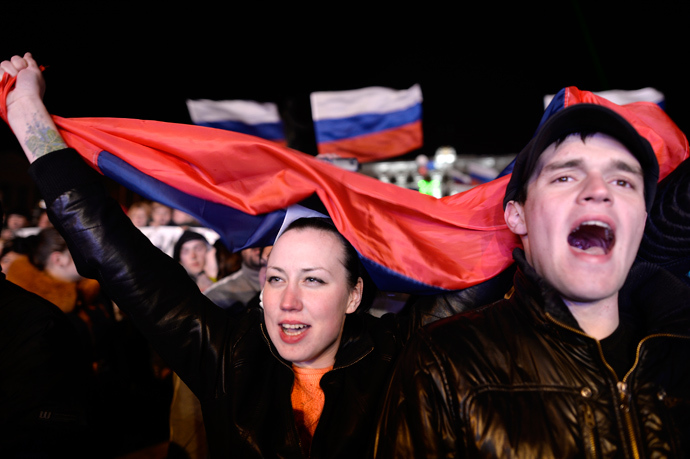 People sing the Russian national anthem as they celebrate in Simferopol's Lenin Square on March 16, 2014 after exit polls showed that about 95.5 percent of voters in Ukraine's Crimea region supported union with Russia (AFP Photo / Dimitar Dilkoff)