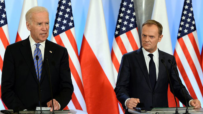 US Vice President Joe Biden (L) and Polish Prime Minister Donald Tusk address a press conference after their meeting in Warsaw, Poland on March 18, 2013. (AFP Photo / Janek Skarzynski)