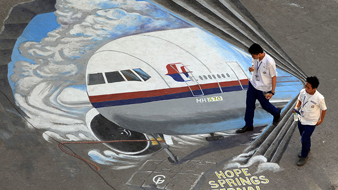 Missing Malaysia Airlines plane was programmed to divert just before signoff – report