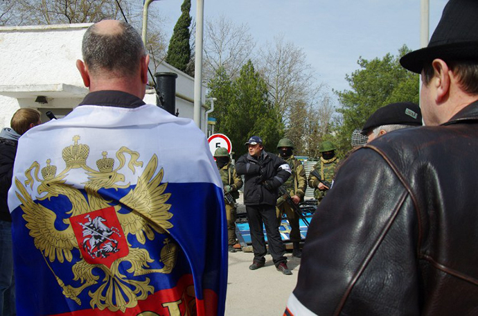 Pro-Russian protesters stand guard at Ukrainian navy headquaters in Crimean city of Sevastopol on March 19, 2014. (AFP Photo / Vasiliy Batanov)