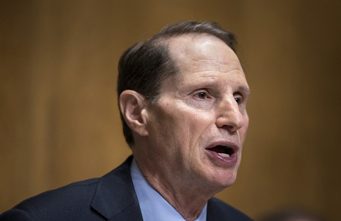 Committee chairman Senator Ron Wyden (D-OR) (AFP Photo / Brendan Smialowski)