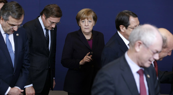 L-R) Greece's Prime Minister Antonis Samaras, Portugal's Prime Minister Pedro Passos Coelho, Germany's Chancellor Angela Merkel and European Council President Herman Van Rompuy take part in a family photo at a European Union leaders summit in Brussels March 20, 2014. (Reuters/Yves Herman)