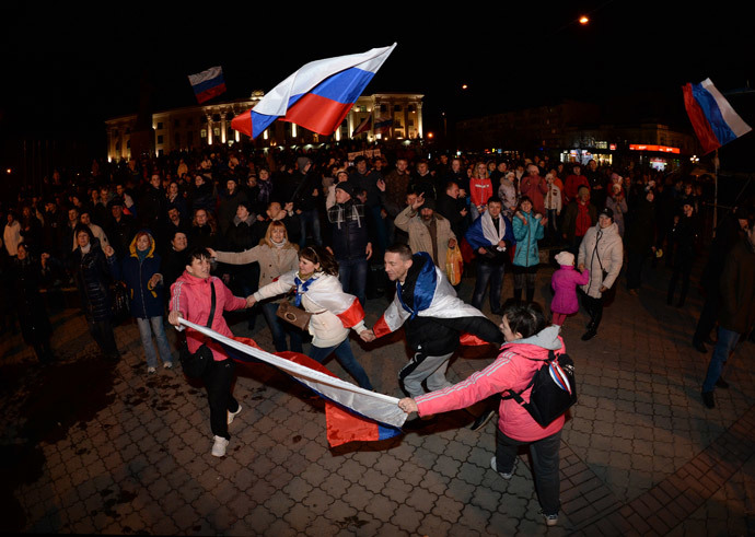 Simferopol residents in the central square watch the broadcast of a concert honoring the signing of the acceptance of Crimea into the Russian Federation.(RIA Novosti / Mikhail Voskresenskiy)