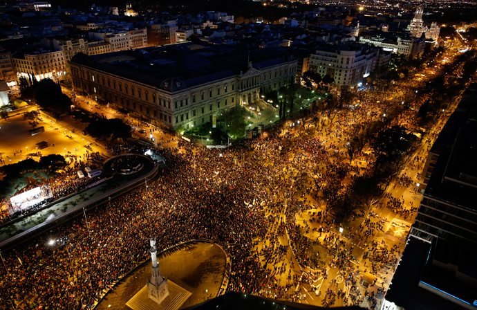 "Anti-austerity demonstrators crowd into Colon square as they take part in a demonstration which organisers have labeled the ""Marches of Dignity"" in Madrid, March 22, 2014 (Reuters / Paul Hanna)"