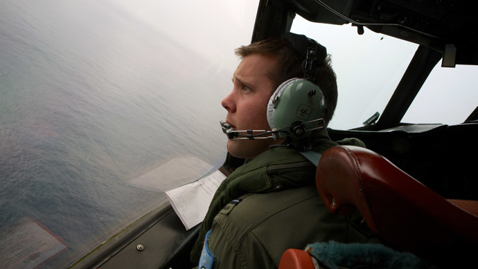 Co-Pilot turns his RAAF AP-3C Orion aircraft at low level in bad weather whilst searching for the missing Malaysia Airways Flight MH370 over the Indian Ocean (AFP Photo)