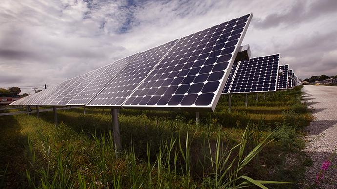 'Living materials' could revolutionize solar panels and biosensors
