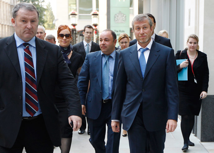 Roman Abramovich (2nd R) leaves a division of the High Court during a recess, in central London October 3, 2011. (Reuters / Luke MacGregor)