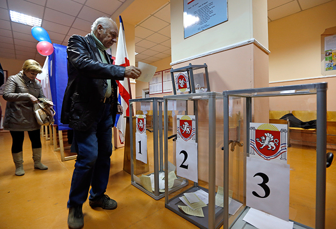 A man prepares to cast his ballot during the referendum on the status of Ukraine's Crimea region at a polling station in Simferopol March 16, 2014 (Reuters / Vasily Fedosenko)