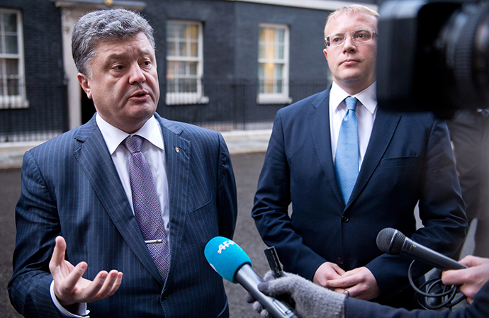 Ukranian MPs Petro Poroshenko (L) and Andriy Shevchenko speak to the press outside 10 Downing Street following a meeting with British Prime Minister David Cameron in Central London on March 26, 2014. (AFP Photo / Leon Neal)