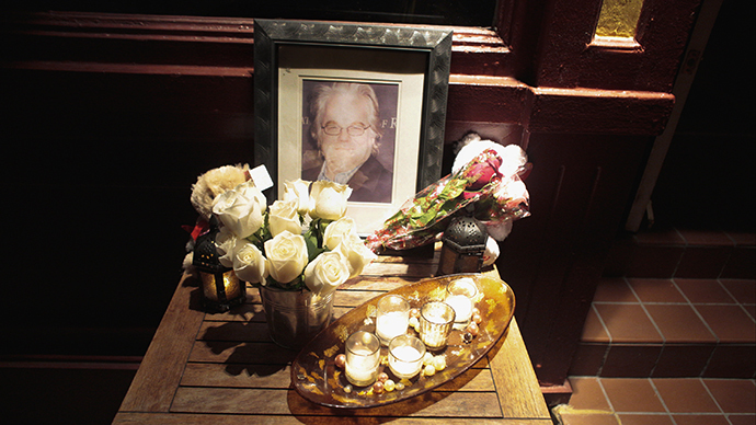 A portrait and flowers in memory of actor Philip Seymour Hoffman is displayed outside Philip Marie Restaurant and bar on Hudson Street in Manhattan, New York February 2, 2014. (Reuters / John Taggart)