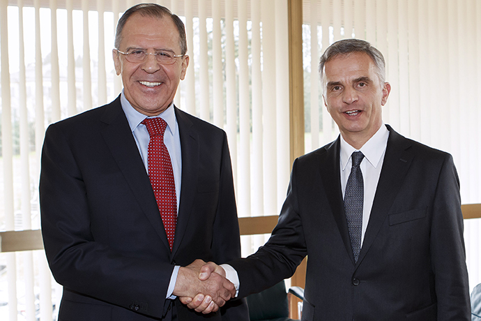 Russian Foreign Minister Sergei Lavrov (L) shakes hands with Swiss President Didier Burkhalter (R), whose country currently holds the OSCE (Organization for Security and Co-operation in Europe) rotating presidency, prior to their meeting on the sidelines of the United Nations (UN) Human Rights Council session on March 3, 2014 at the UN headquarters in Geneva. (AFP Photo / Salvatore Di Nolfi)